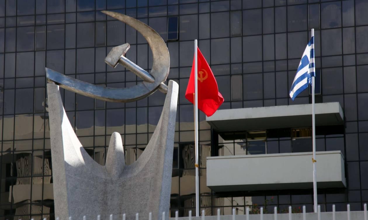 ΚΚΕ: Κυβέρνηση και αξιωματική αντιπολίτευση μαλώνουν για τις κορδέλες