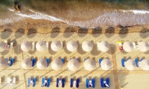 Καιρός: Σε διακοπές ή όχι, το Σαββατοκύριακο θέλει θάλασσα - Δείτε πού θα φτάσει ο υδράργυρος