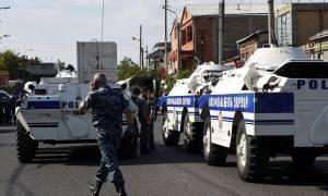 Αρμενία: Πυροβολισμοί με ένα νεκρό σε υπό κατάληψη αστυνομικό τμήμα