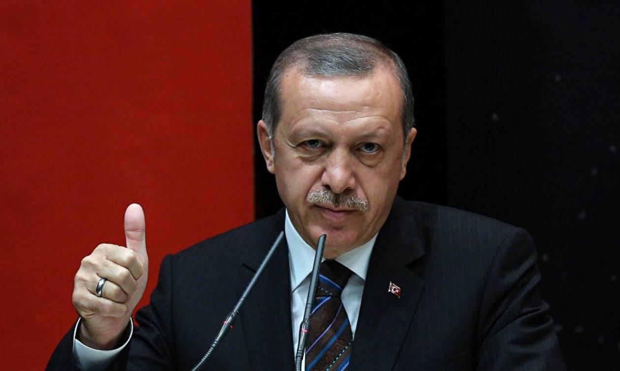 Σε καθοριστικά μέτρα για τον περιορισμό της εξουσίας των ενόπλων δυνάμεων προχωρά ο Ερντογάν