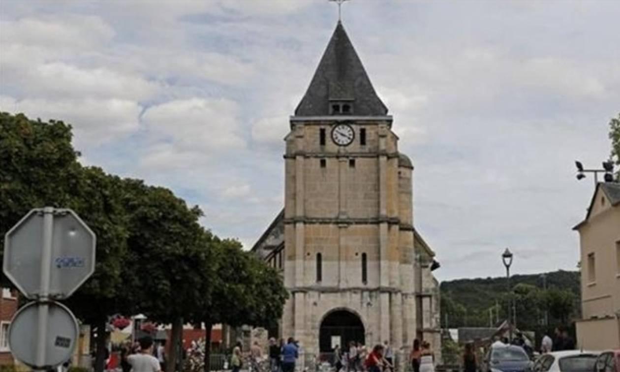 Επίθεση Γαλλία: Κατηγορίες σε δύο μετά τη δολοφονία του ιερέα