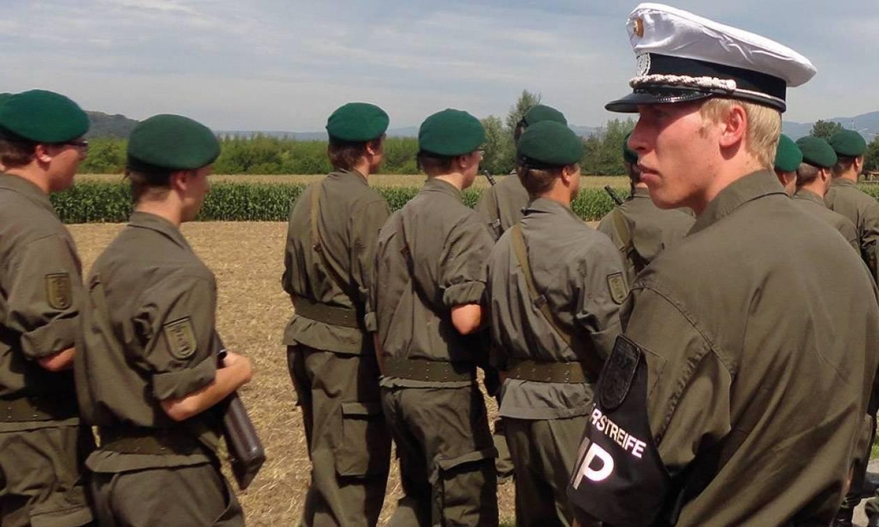 Αυστριακοί στρατιώτες στη φύλαξη μελλοντικά ξένων πρεσβειών στη Βιέννη