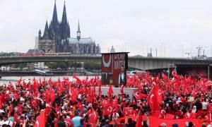 Μικροεντάσεις στη διαδήλωση υπέρ του Ερντογάν στην Κολωνία