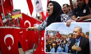 Χειροπέδες και σε μεγιστάνες βάζει ο Ερντογάν