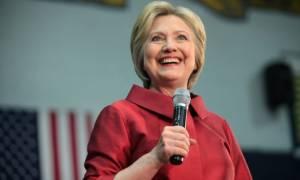 ΗΠΑ: «Κεφάλι» εφτά μονάδων έναντι του Τραμπ παίρνει η Χίλαρι σε νέα δημοσκόπηση