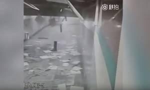 Τρομακτικό βίντεο: Κατέρρευσε η οροφή του μετρό - Έζησε από θαύμα!
