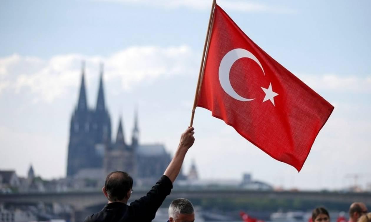 Εκκαθαρίσεις μέχρι και για... διαρροή ερωτικού βίντεο στην Τουρκία