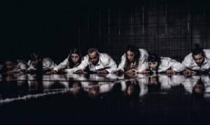 Ανάμεσα, από την ομάδα χορού Vis Motrix στο Θέατρο Εταιρείας Μακεδονικών Σπουδών