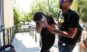 Με σκυμμένο το κεφάλι στον Εισαγγελέα η φόνισσα του Κορωπίου - Τι δήλωσε στην απολογία της