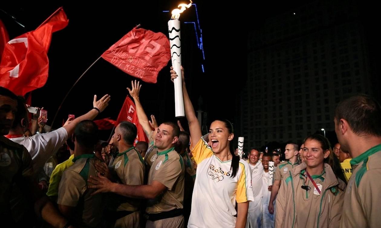 Αντριάνα Λίμα: Η πιο «καυτή» λαμπαδηδρόμος του Ρίο! (pics)