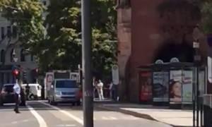 Ένοπλος έχει ταμπουρωθεί σε εστιατόριο στη Γερμανία
