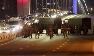 Τουρκία: Χιλιάδες Τούρκοι στους δρόμους - Καταδικάζουν το αποτυχημένο πραξικόπημα