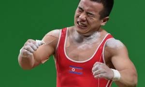 Ολυμπιακοί Αγώνες 2016: Γιατί ζητά συγγνώμη από τον Κιμ Γιονγκ Ουν Βορειοκορεάτης αρσιβαρίστας