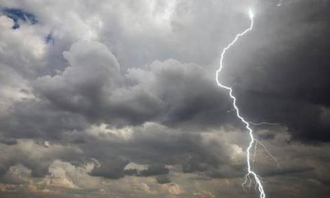 «Φθινοπωρινός» ο καιρός της Τρίτης - Δείτε που θα σημειωθούν βροχές και καταιγίδες (pics)