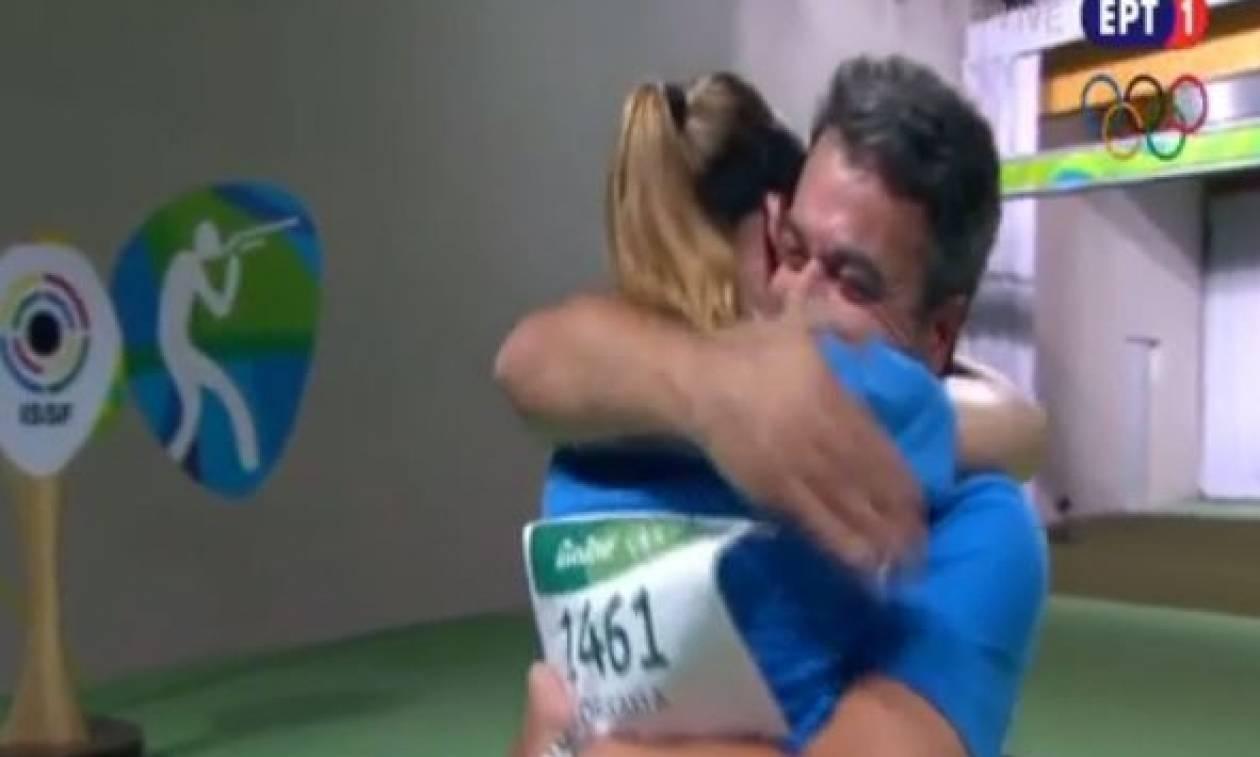 Αννα Κορακάκη: Η στιγμή του θριάμβου - Η αγκαλιά στον πατέρα της (vid)