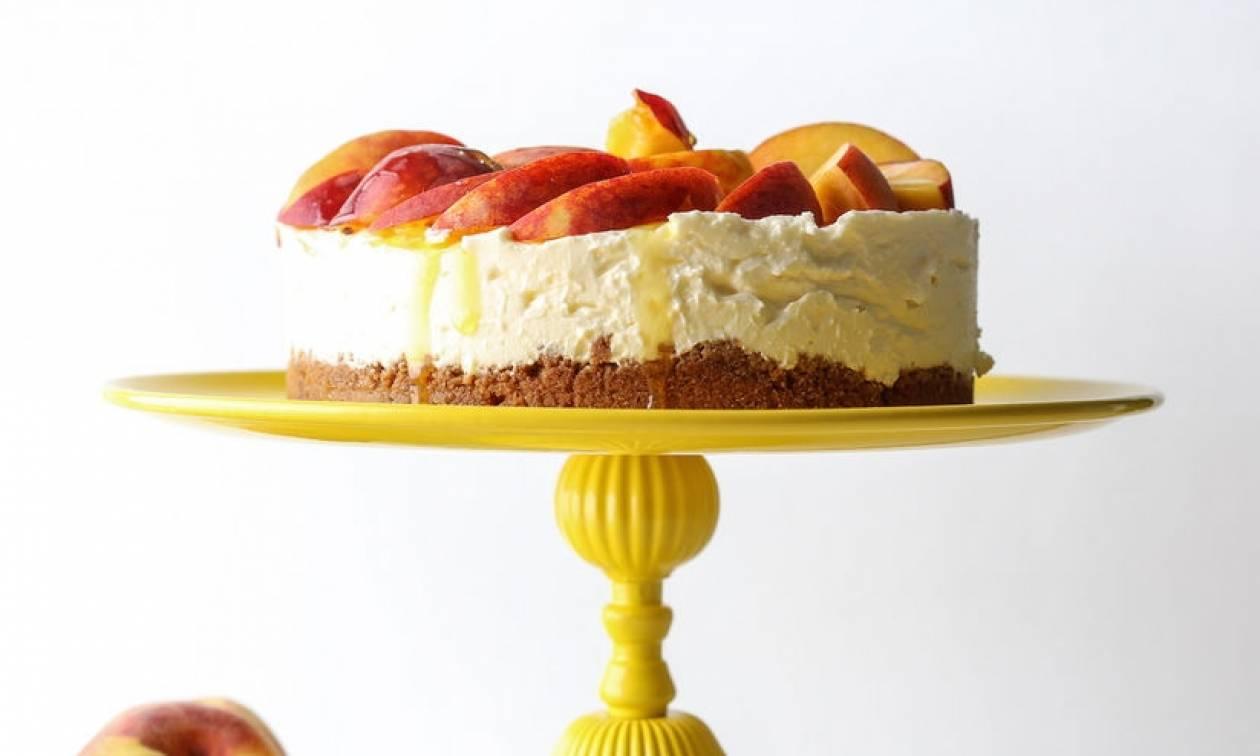 Η Συνταγή του Σαββατοκύριακου: Cheesecake με καλοκαιρινά φρούτα