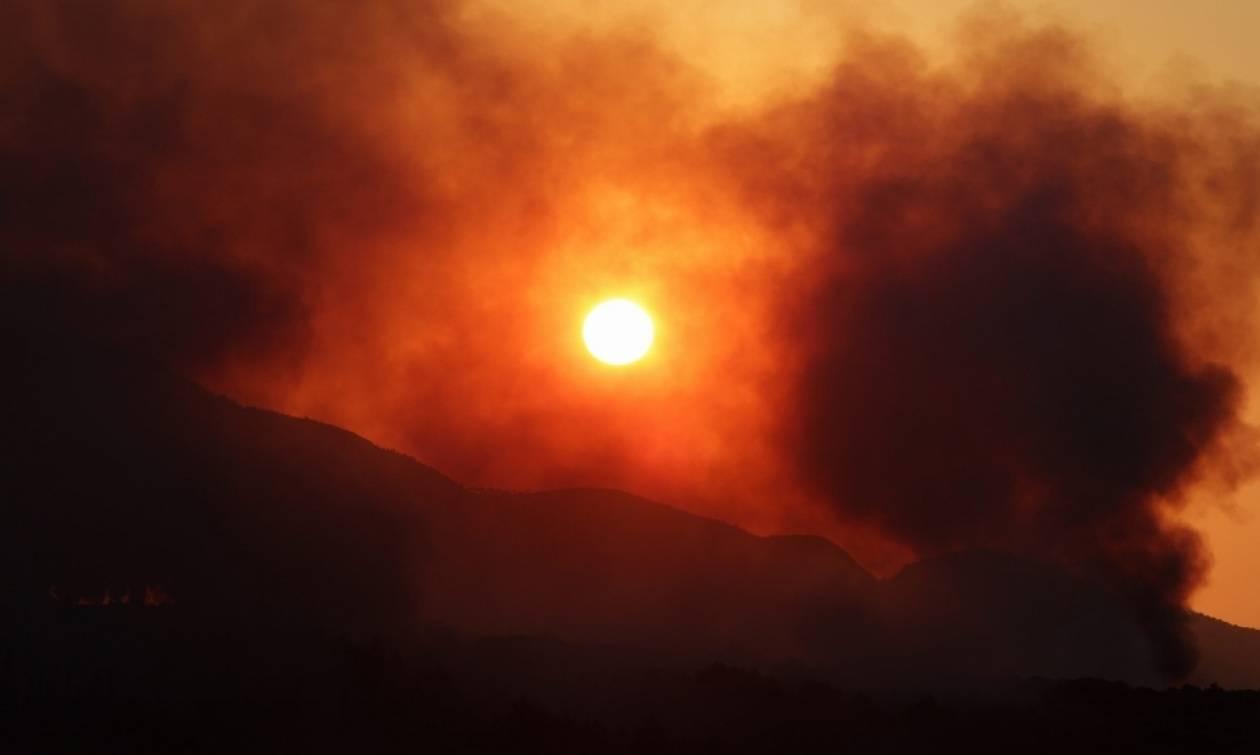 Φωτιά μαίνεται στην Κεφαλονιά