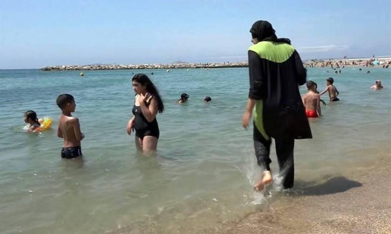 Κάννες: Πρόστιμα σε μουσουλμάνες που φορούσαν μπουρκίνι σε παραλία