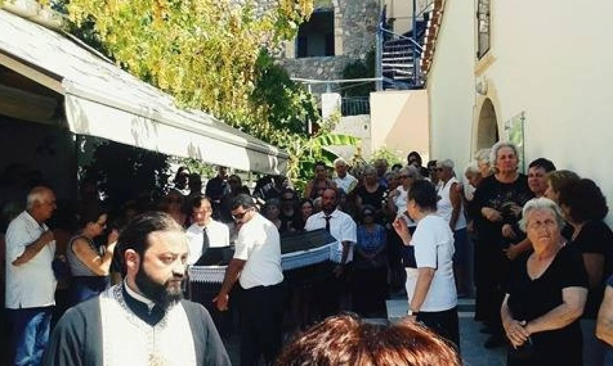 Τραγωδία στην Αίγινα: Θρήνος στην κηδεία του καπετάνιου του τουριστικού σκάφους (pics)