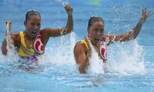 Δεν θα πιστεύετε τι βάζουν στα μαλλιά τους οι αθλήτριες της συγχρονισμένης κολύμβησης
