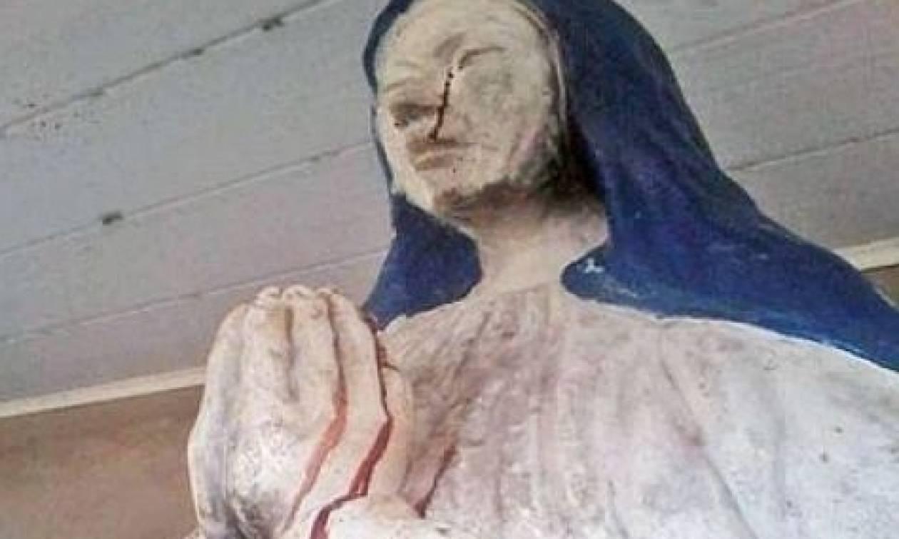 Απίστευτο! Μάτωσε άγαλμα της Παναγίας (video)