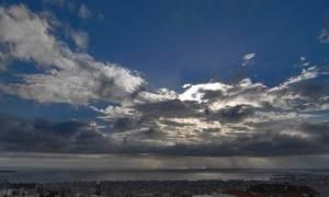 Καιρός: Με κανονικές θερμοκρασίες και μεσημεριανές μπόρες ο καιρός της Δευτέρας (pics)