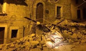 Ιταλία: «Δραματική η κατάσταση» έπειτα από τον ισχυρό σεισμό 6,2 Ρίχτερ – Ισοπεδώθηκε χωριό (Pics)
