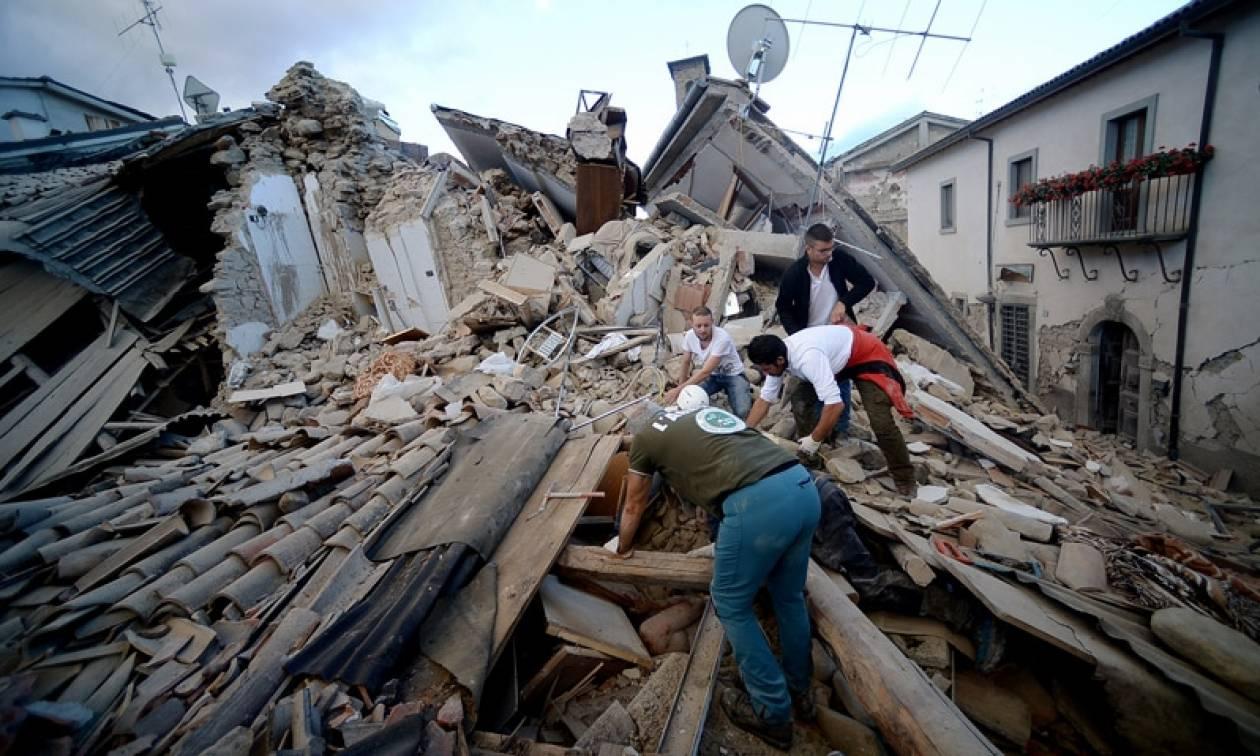 Σεισμός στην Ιταλία: Δύο νεκροί και εγκλωβισμένα παιδιά κάτω από συντρίμμια στο Ακκούμολι