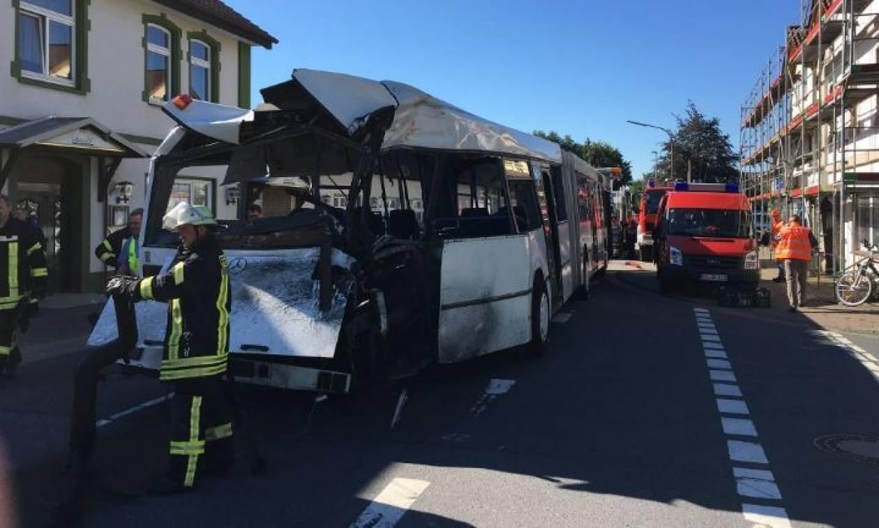 Σύγκρουση τρένου με σχολικό λεωφορείο στην Γερμανία