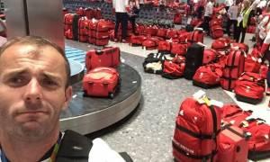 Και ξαφνικά οι Βρετανοί αθλητές αντιλήφθηκαν στο Χίθροου ότι είχαν όλοι τις ίδιες βαλίτσες! (Pics)