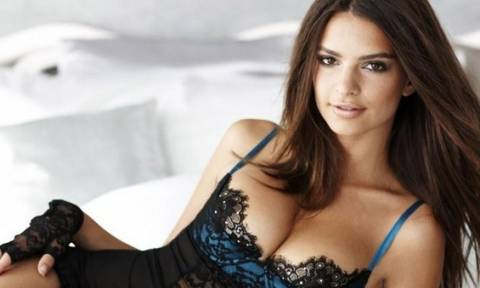 Διάσημη ηθοποιός έριξε το Instagram ποστάροντας σέξι φωτό με φόντο... Σαντορίνη (photo)