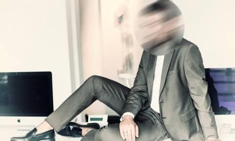 Ποιος ηθοποιός λέει: «∆ούλεψα σε οικοδοµή, έκανα ντιλίβερι, έγινα γκαρσόνι, δούλεψα σε µπαρ…»