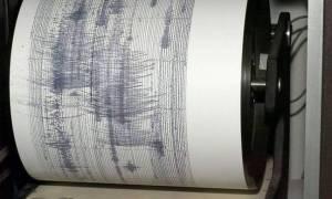 Σεισμός Εύβοια: Πετάχτηκαν από τα σπίτια οι κάτοικοι