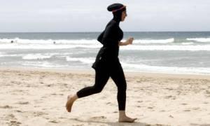 Κάνουν πίσω οι Γάλλοι για το μπουρκίνι: Δεν απαγορεύεται πια στις παραλίες