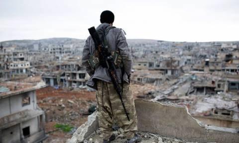 Συρία: Αντάρτες και οι οικογένειές τους εγκαταλείπουν την πολιορκημένη Νταράγια