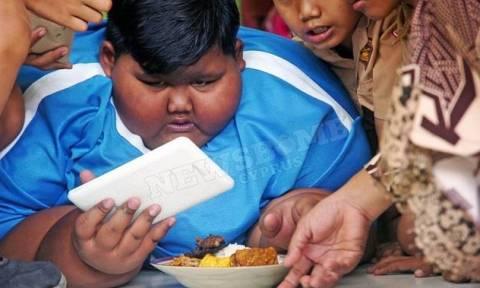 Αυτό είναι το πιο παχύσαρκο παιδί στον κόσμο (vid)