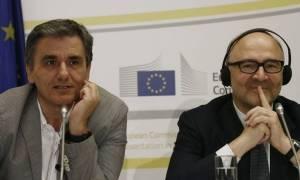 Μοσκοβισί καλεί Τσακαλώτο και Σταθάκη: Τηρήστε αυστηρά τις συμφωνίες