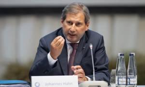 Γιοχάνες Χαν: Η Τουρκία θα τηρήσει τη συμφωνία για το προσφυγικό και χωρίς τη χορήγηση βίζας
