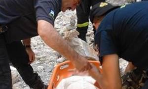 Καρέ - καρέ η συγκλονιστική διάσωση τουρίστριας που έσπασε το πόδι της στο φαράγγι της Αράδαινας