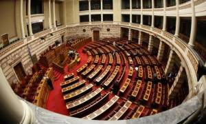 Βουλή: «Ομοβροντία» αντιπολίτευσης κατά κυβέρνησης για τις αλλαγές στην Παιδεία