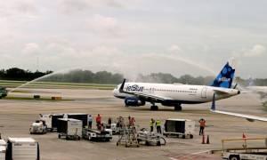 Σε πανηγυρικό κλίμα η πρώτη εμπορική επιβατική πτήση ΗΠΑ-Κούβας (pics)