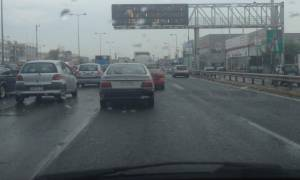 Κυκλοφοριακό «έμφραγμα» στην Αττική λόγω της βροχής (pics)