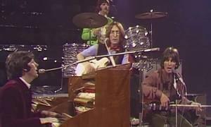 """Στιγμές που έμειναν στην ιστορία: Οι Beatles τραγουδούν για πρώτη φορά live το """"Hey Jude"""" (1968)"""