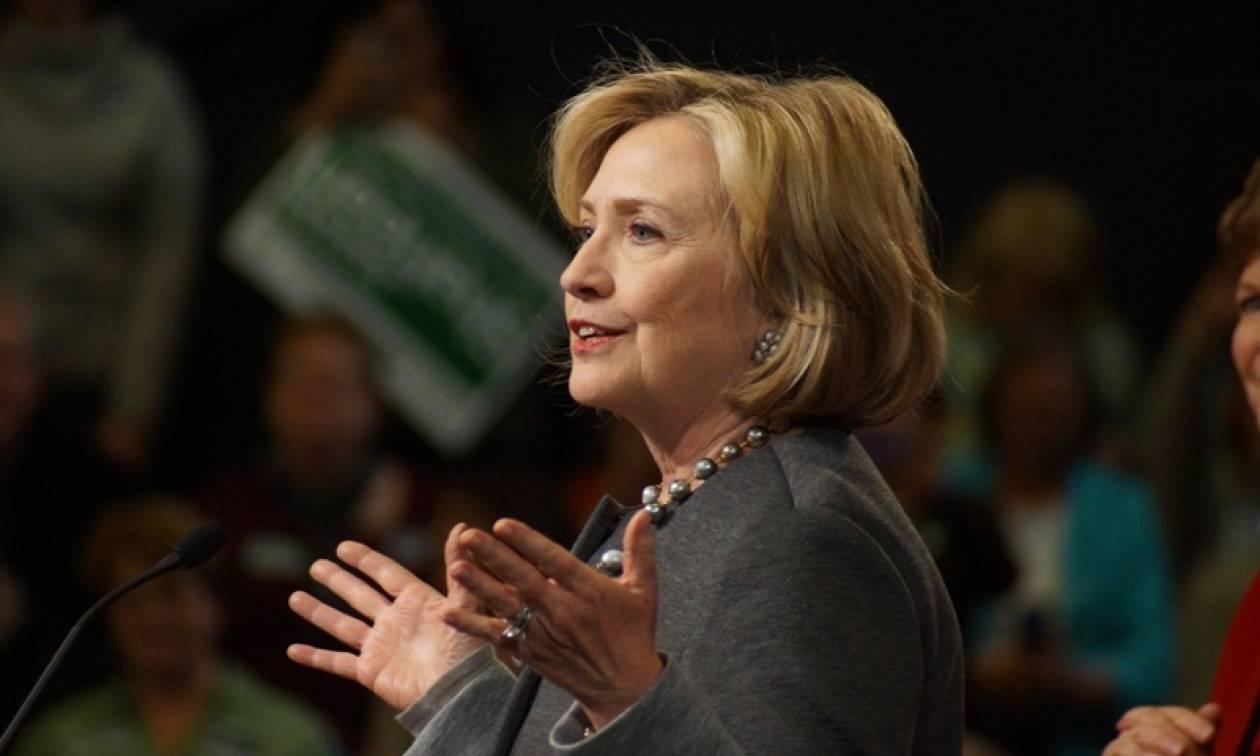 ΣΟΚ: Κατέρρευσε η Χίλαρι Κλίντον! (vid)