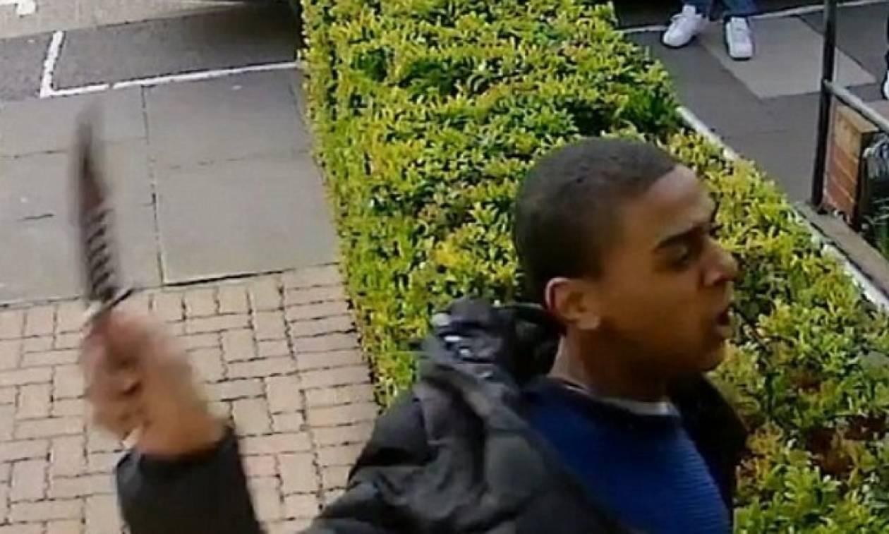 Βίντεο - ΣΟΚ! Τον χαράκωσε στο πρόσωπο στη μέση του δρόμου!