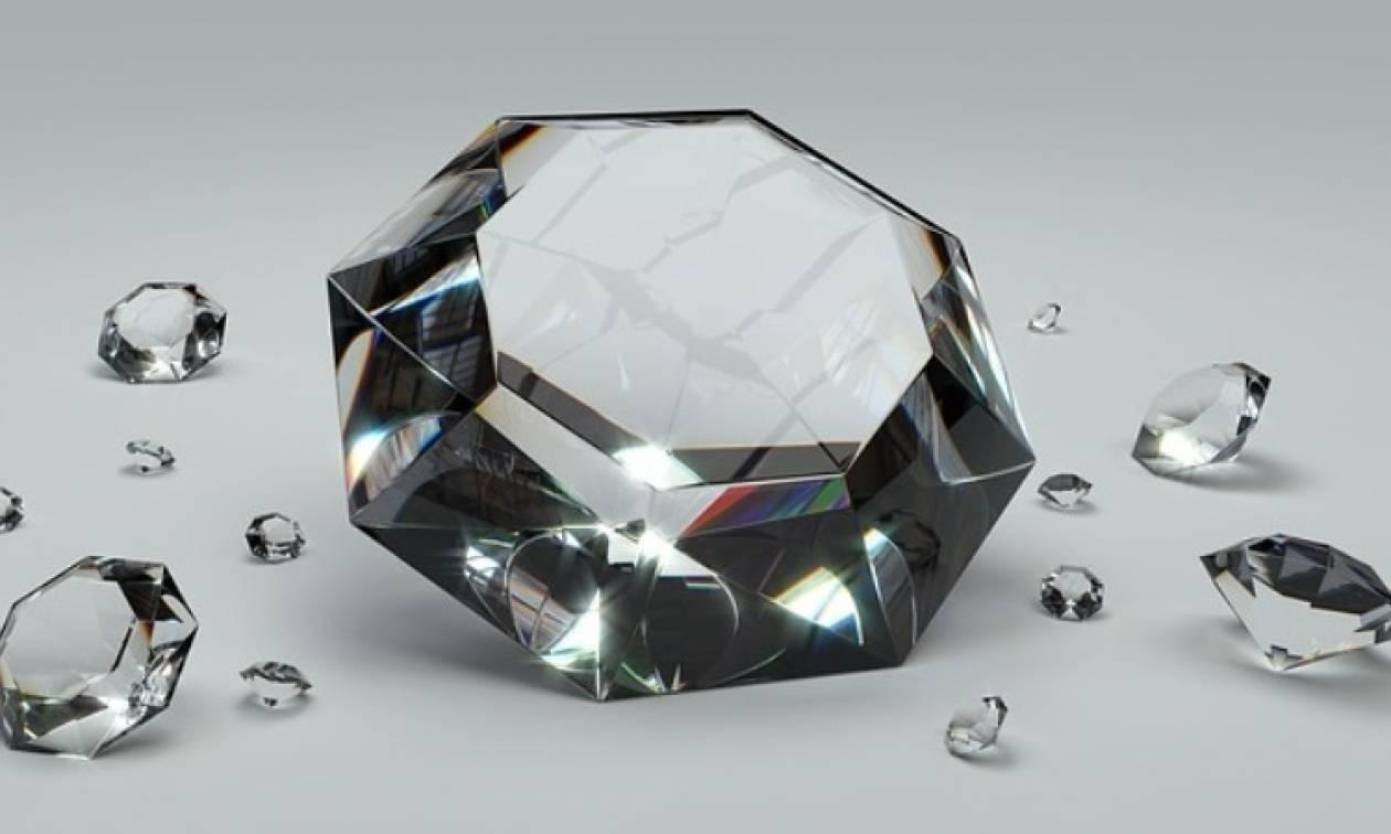 Θεσσαλονίκη: Έτσι «έκλεψαν» διαμάντι από χρυσοχόο