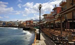 Χανιά: «Ξινός» βγήκε ο καφές σε δύο τουρίστριες στην παραλία του Κουμ Καπί
