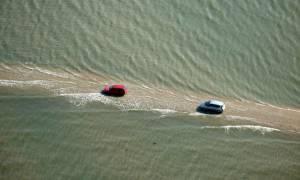 Αυτός ο δρόμος στη Γαλλία εξαφανίζεται κάτω από το νερό δύο φορές την ημέρα (Pics)