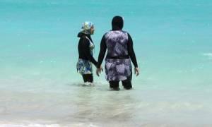 Συνεχίζεται ο σάλος με το μπουρκίνι στη Γαλλία: Ντόπιοι έδιωξαν τουρίστρια από παραλία