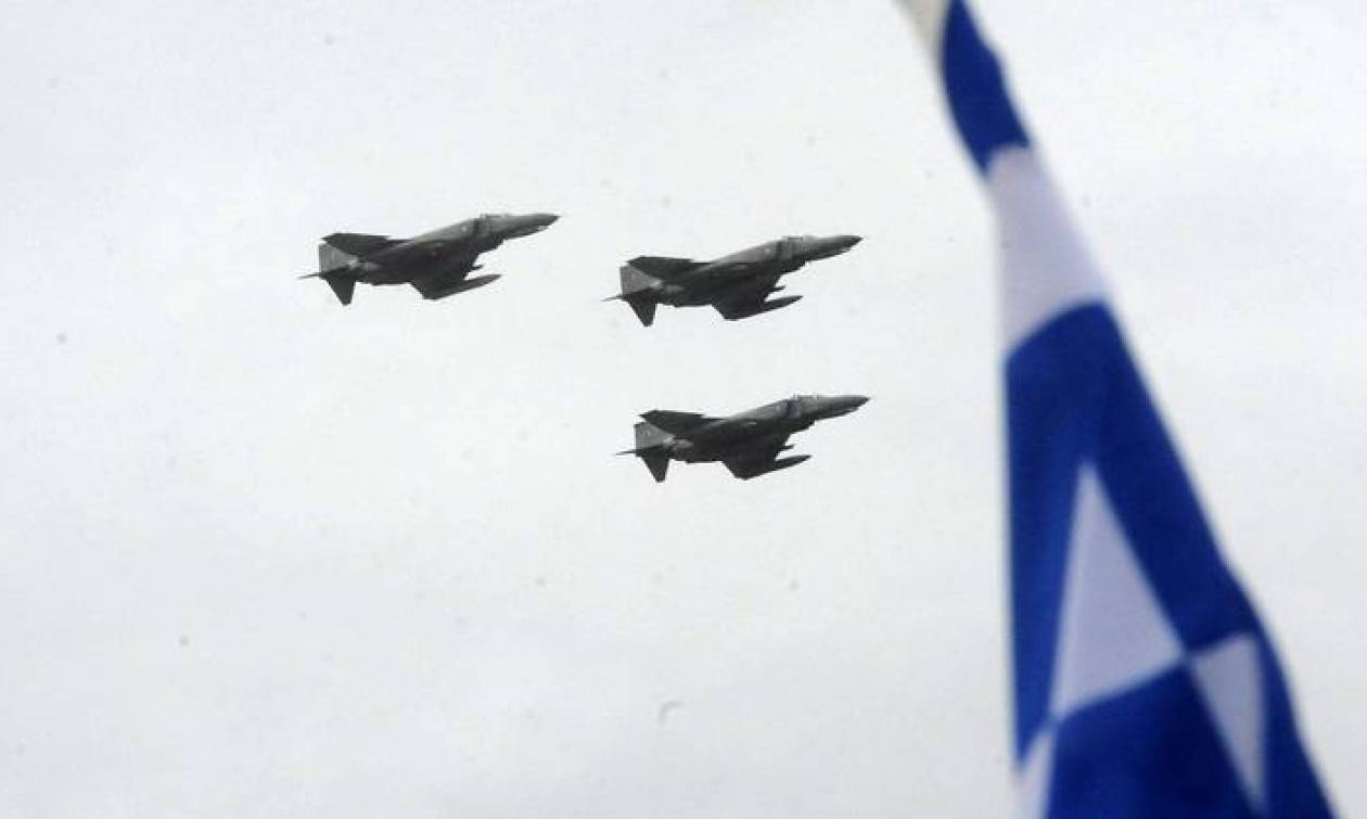 Κυριακάτικη «βόλτα» τουρκικού πολεμικού αεροσκάφους πάνω από τις Οινούσες